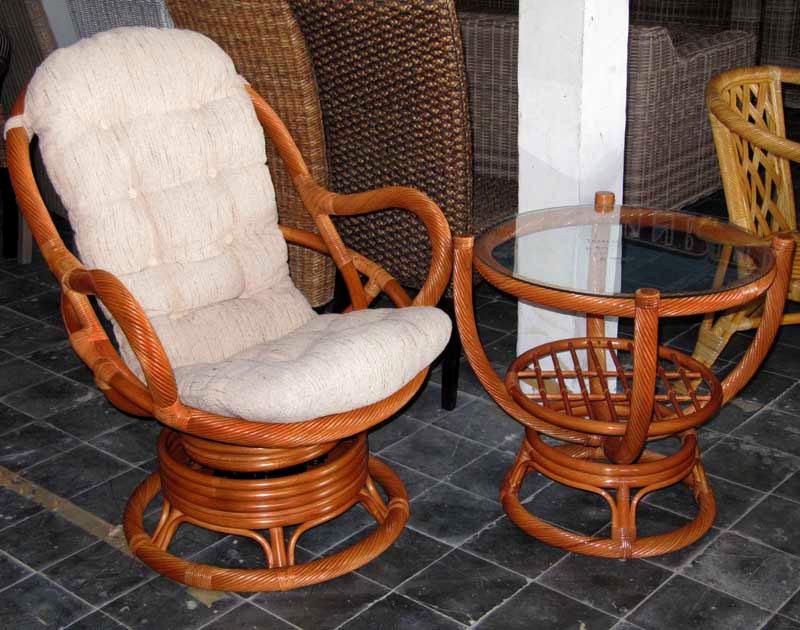 Вращающееся плетеное кресло